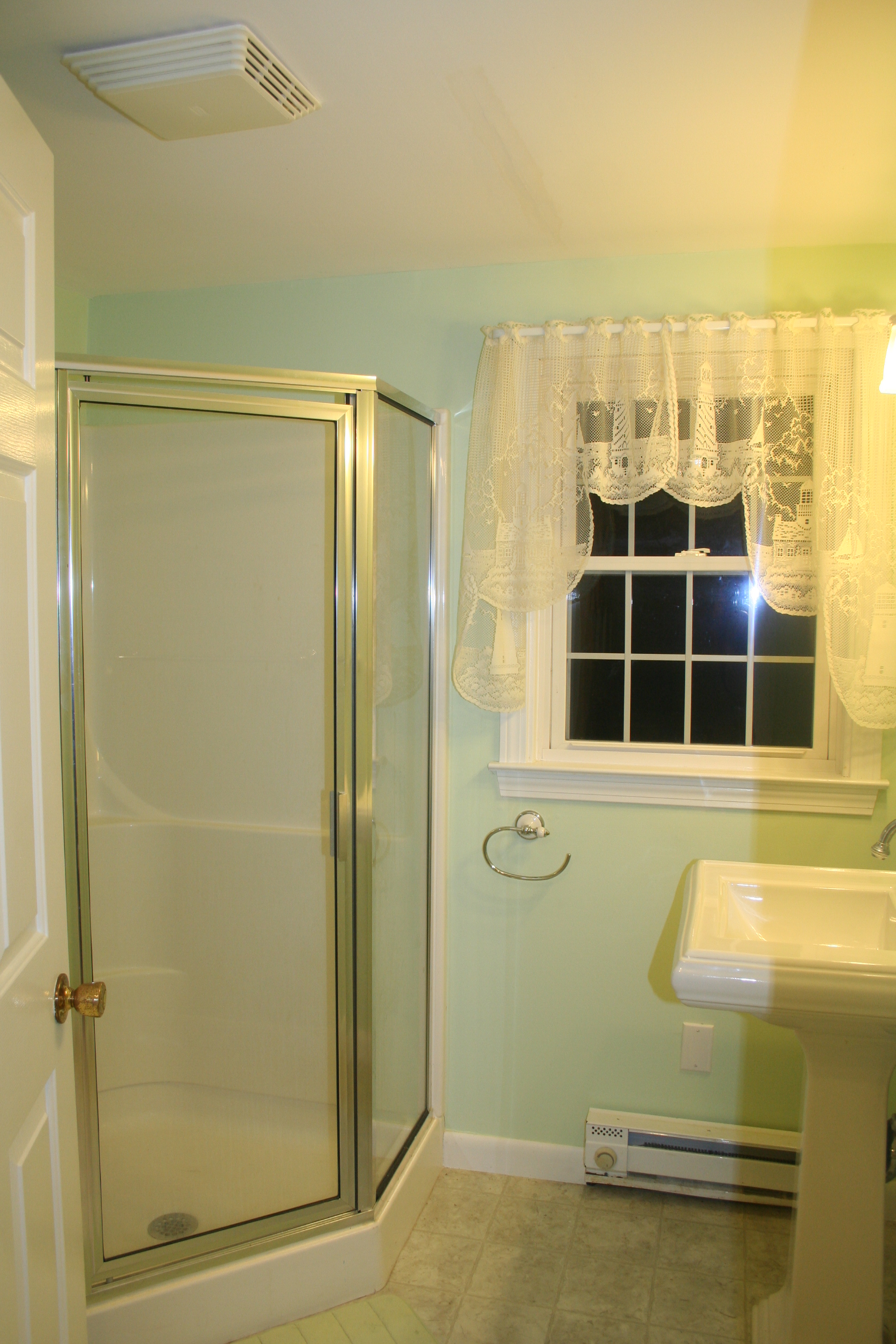 Bathroom 2 – with shower, 2nd floor, Turtle Cove, Cape Cod
